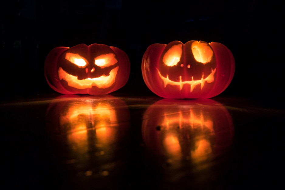 8 Date Night Ideas to Put You and Your Boo in the Halloween Spirit!